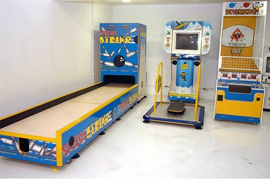 Boliche, Simulador de Snowboard e Basquete, os adultos também podem brincar