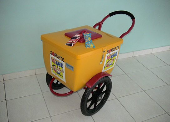 Este é o carrinho para servir o sorvete picolé