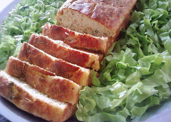 Bolo salgado de queijo ou calabresa